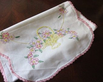 Linen table runner / hand embroidered / baskets / pink scalloped edge / 1940s