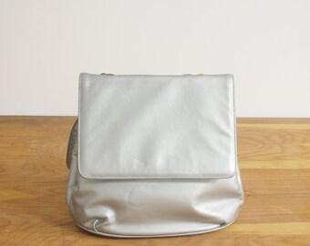 Metallic silver leather shoulder bag.