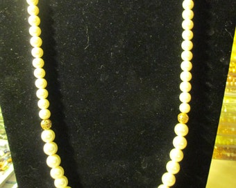 Necklace - Golden and Beige N0072
