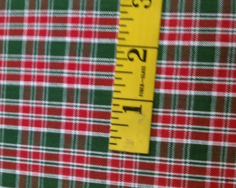 Medium Red Green White Plaid Homespun Fabric (275E)