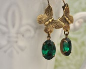 vintage jewels earrings - BUTTERFLY IN MOTION - antiqued brass earrings with emerald color Swarovski glass jewels