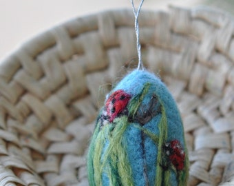 Needle felted Easter eggs. The ladybugs on green grass.  Needle felt by Daria Lvovsky