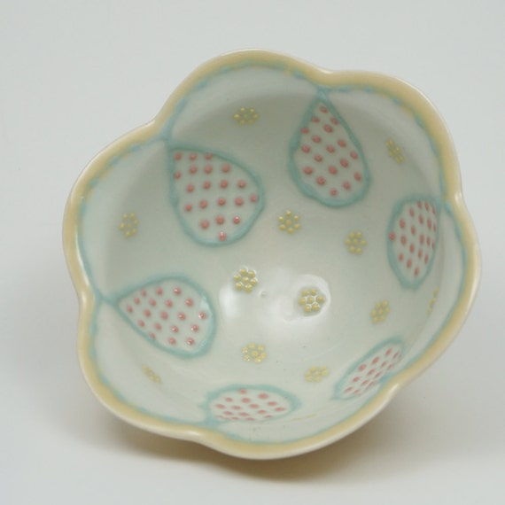 Dotted Teardrop Bowl