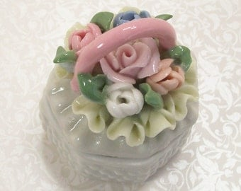 Hobnail Porcelain Trinket Box Basket Roses Wicker Jewelry Ring Vintage
