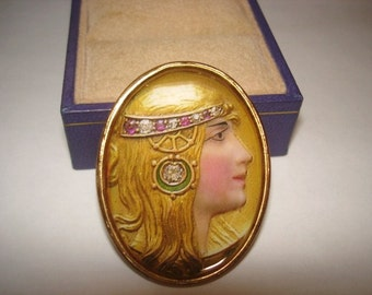 Lady Art Nouveau   Brooch Gold Tone