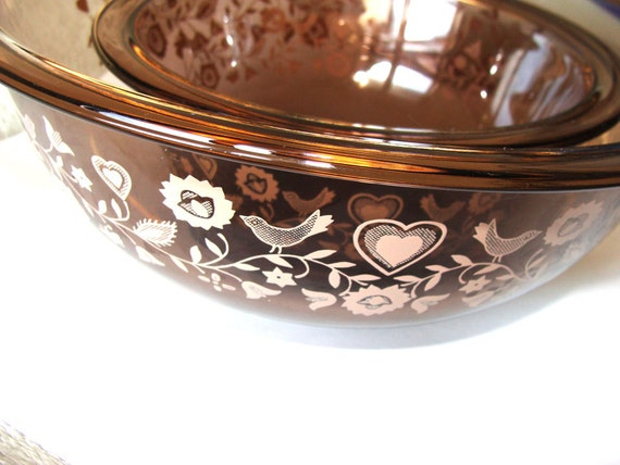vintage pyrex mixing bowls 1982 colonial mist pattern by siriusfun
