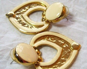 vintage creme and gold tone dangle and drop large heart pierced earrings O