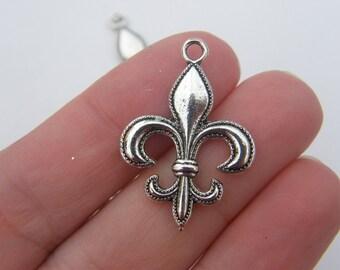 6 Fleur de lis pendants antique silver tone WT47