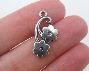 8 Flower pendants antique silver tone F59