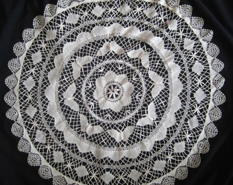 "35"" DOILY off-white w BUTTERFLIES cotton"