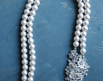 Cream Pearl Long Statement Brooch Necklace