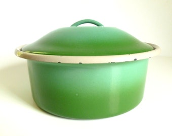 Mid Century Two Tone Green Enamelware Baking Casserole Serving Dish Pan with Lid
