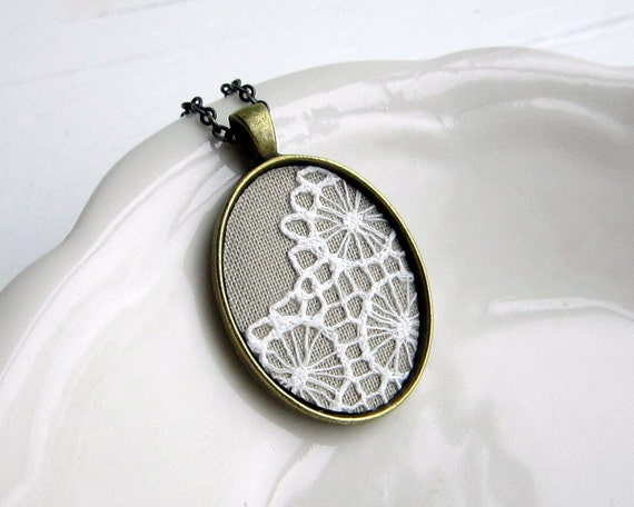 Victorian Jewelry Winter Wedding Bridesmaid Gift Lace Jewelry, Bridesmaid Jewelry Vintage Wedding, Beige Lace Necklace Gray Jewelry