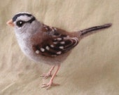 Needle felted bird, white crowned sparrow - Ainigmati