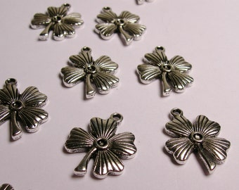 Lucky clover Silver color charms hypoallergenic- 12 pcs - NAZ 16