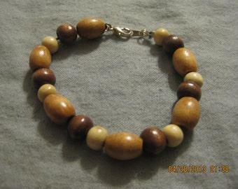 Handmade 7.5 Inch White and Brown Wood Bead Bracelet