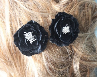 Black    color  flower   with  pin back   2  piece listing