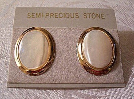 Mother Of Pearl Pierced Earrings Gold Tone Vintage Bevel Curved Edge Discs