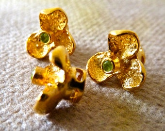 24k Gold Vermeil Peridot Gemstone Orchid Flower Bead  -  9mm  -  Unique 3 Petal Flower on Platform - High Quality