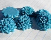 10 CHRYSANTHEMUM Cabochons - 20mm - Aqua Color