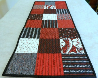 Table Runner Red Black and White Squares Machine Quilted