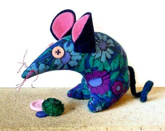 BIllie Retro Mouse in 70s Blue Green Purple Vintage Fabric 'Daisy Chain'  by Pat Albeck