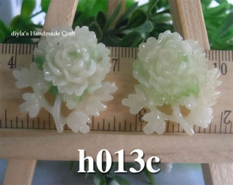 2 pieces 30mm High Quality Antique Green Chrysanthemum Resin Cabochon Flowers  (h013c)