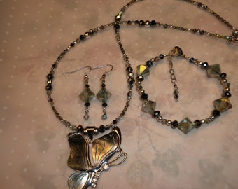Gorgeous Mother Of Pearl Shell Butterfly Necklace