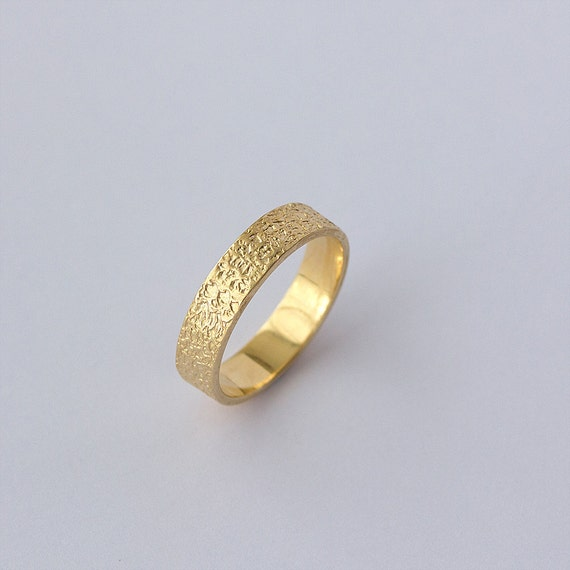 Matte Hammered Wedding Band in Yellow Gold / Hammered Gold Ring Men / Hammered Wedding Ring / Handmade Wedding Band / Comfort Fit Ring