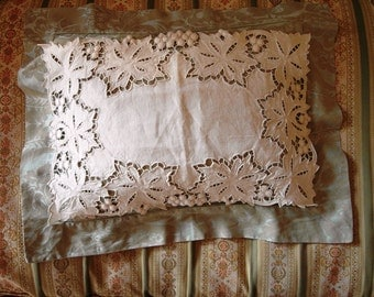 Wonderful Italian CUTWORKED DOILY with VINE leaves and Grapes