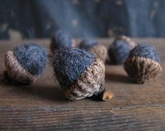 Felted wool acorns, set of 6, Grey-Black Heather