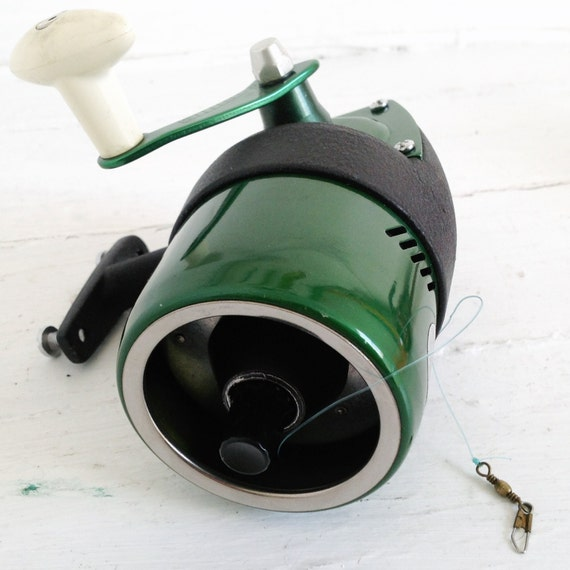 Green vintage fishing reel professional bronson 66 l left hand for Left handed fishing pole
