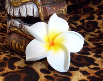 White Hawaiian Tiki Plumeria Flower Hair Clip, Rockabilly Pinup Hair Accessories, Pin Up Tiki Hair Flowers