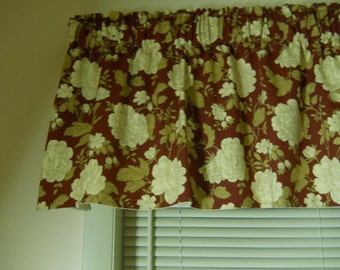 Country red and cream floral valance