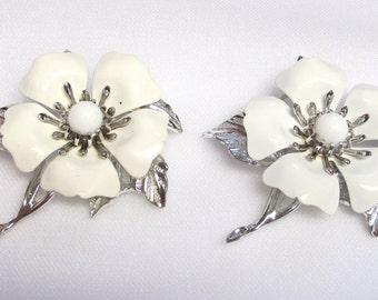 """Sarah Coventry White Enamel Flower Brooch """" Summer Magic"""""""