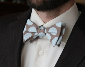 Men's Bow Tie in Blue and Gray Retro Dots - Self tying - freestyle - Groomsmen gift