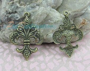 4 pcs Antique Brass Charm Copper Plated Iris / Flower-de-luce Pendant Fittings, Jewelry Findings, Antique Brass Casting Accessories 38X27mm