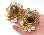 Vintage Runway Earrings.  Gold Filigree Flowers, Rhinestones, Faux Agate And Pearls.  1980s, Couture Jewelry, Unique,  Clip Ons.