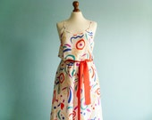 Vintage summer dress multicolor / white red blue pink / abstract graphic / sleeveless spaghetti strap / midi / medium