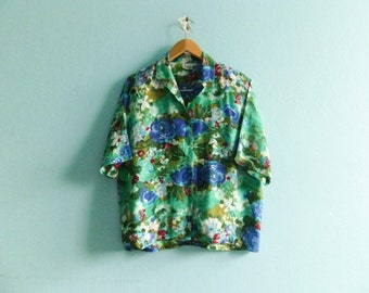Vintage floral watercolor shirt blouse / green blue / buttoned up down / short sleeve / medium large