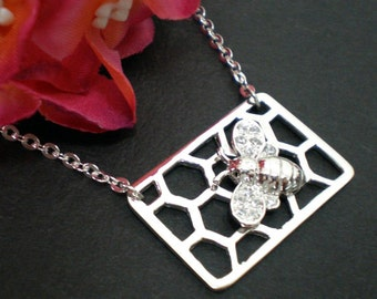 Silver Honeycomb Queen Bee Necklace - Honeycomb Necklace - Bee Jewelry - Gift for bee keeper, Botanical Garden, Insect Jewelry