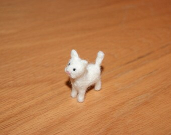 Felted cat, white cat, cat miniature, neddle felted cat, super tiny, felted toys, toy cat, natural wool toys