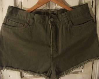 """KHAKI COTTON SHORTS, size s-m, pure cotton, waist 75 cm, 29 """", 1990s"""