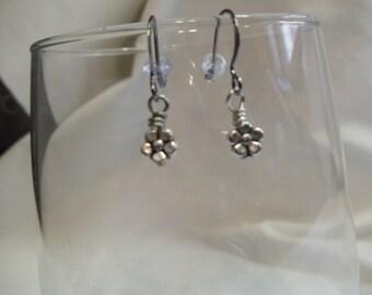 Silver Daisy Earrings, earrings, dangle, daisy
