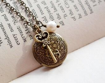 Skeleton Key Locket Necklace, Engraved Locket, Keepsake Necklace, Best Friend Necklace, Dainty Locket, Romantic Vintage Style Locket Jewelry