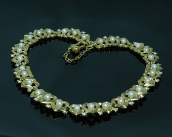 Vintage Unique Trifari Gold Tone Necklace Of Connecting Hearts Accented With Simulated Pearls And Rhinestones