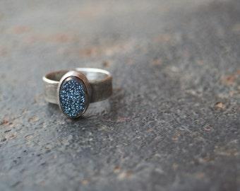 Titanium Midnight BLUE Agate Druzy Bezel Setting Oxidized Sterling Silver Lizard Textured Ring SIZE 6.25