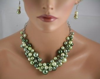 Green chunky pearl necklace .- Bridesmaids Jewelry, Bridal Jewelry, Wedding Jewelry