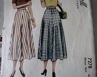 Vintage Skirt McCalls Sewing Pattern Ladies Skirt English Spanish French