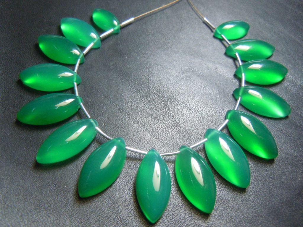 Green Onyx Stone : Green onyx gemstone smooth marquoise briolette size mm